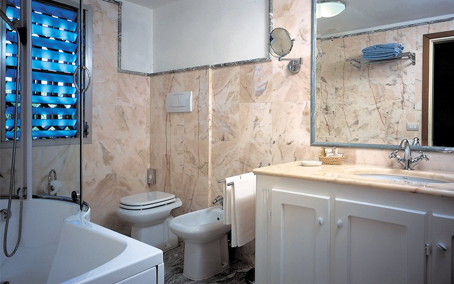 Bagni In Marmo Di Carrara : Bagno in marmo di carrara raffaelli park hotel